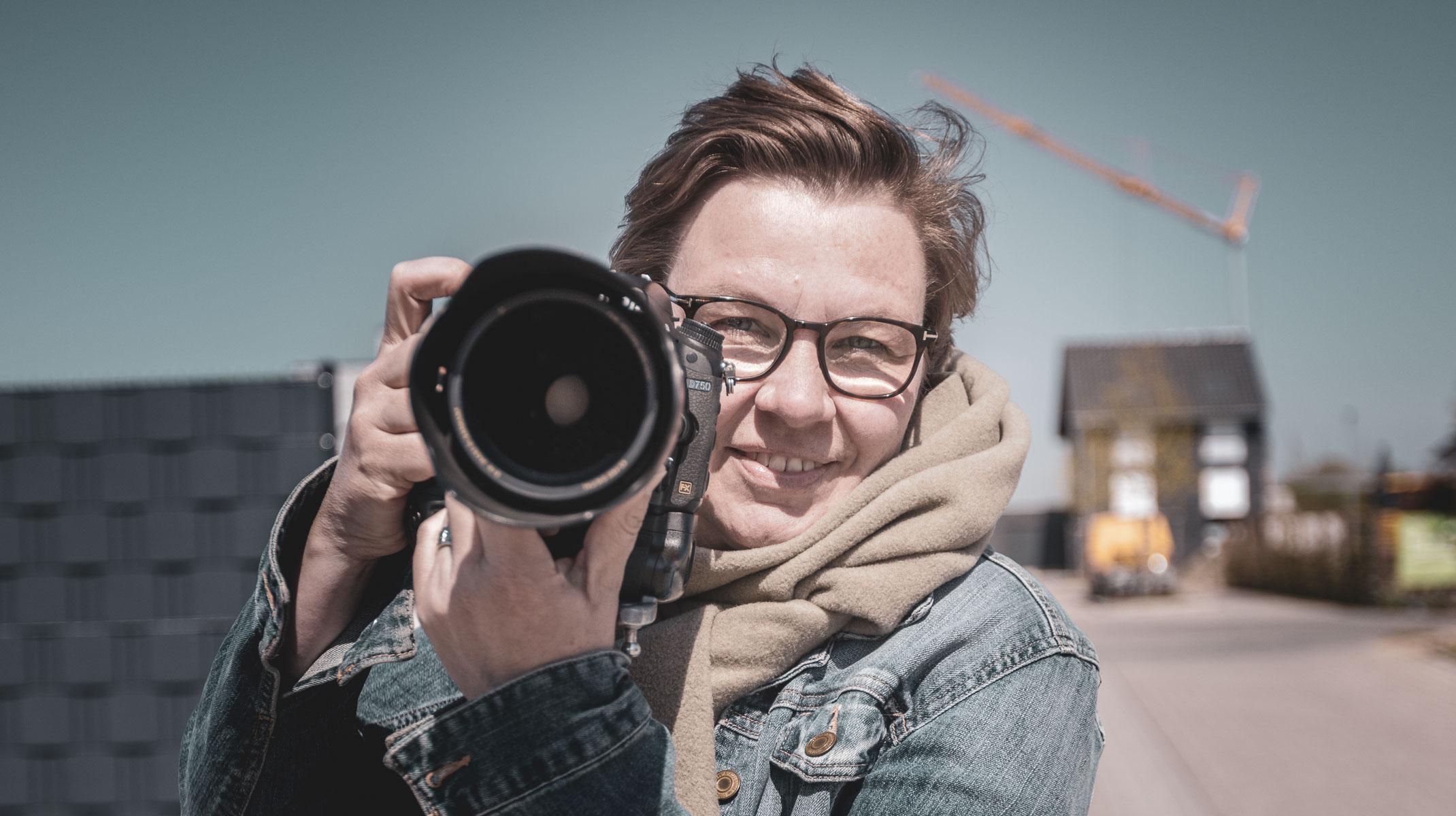Ute Gabriel mit Kamera